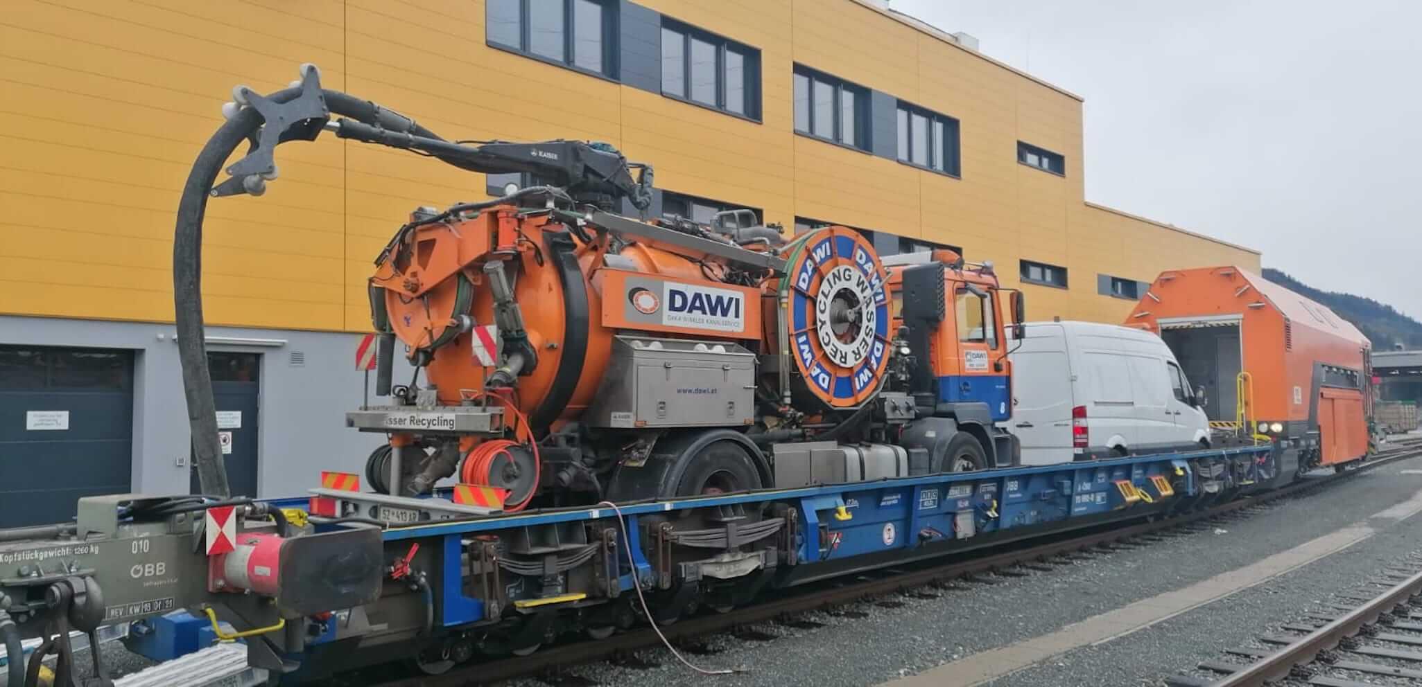 DAWI Spülfahrzeug auf dem Weg in den Eisenbahntunnel