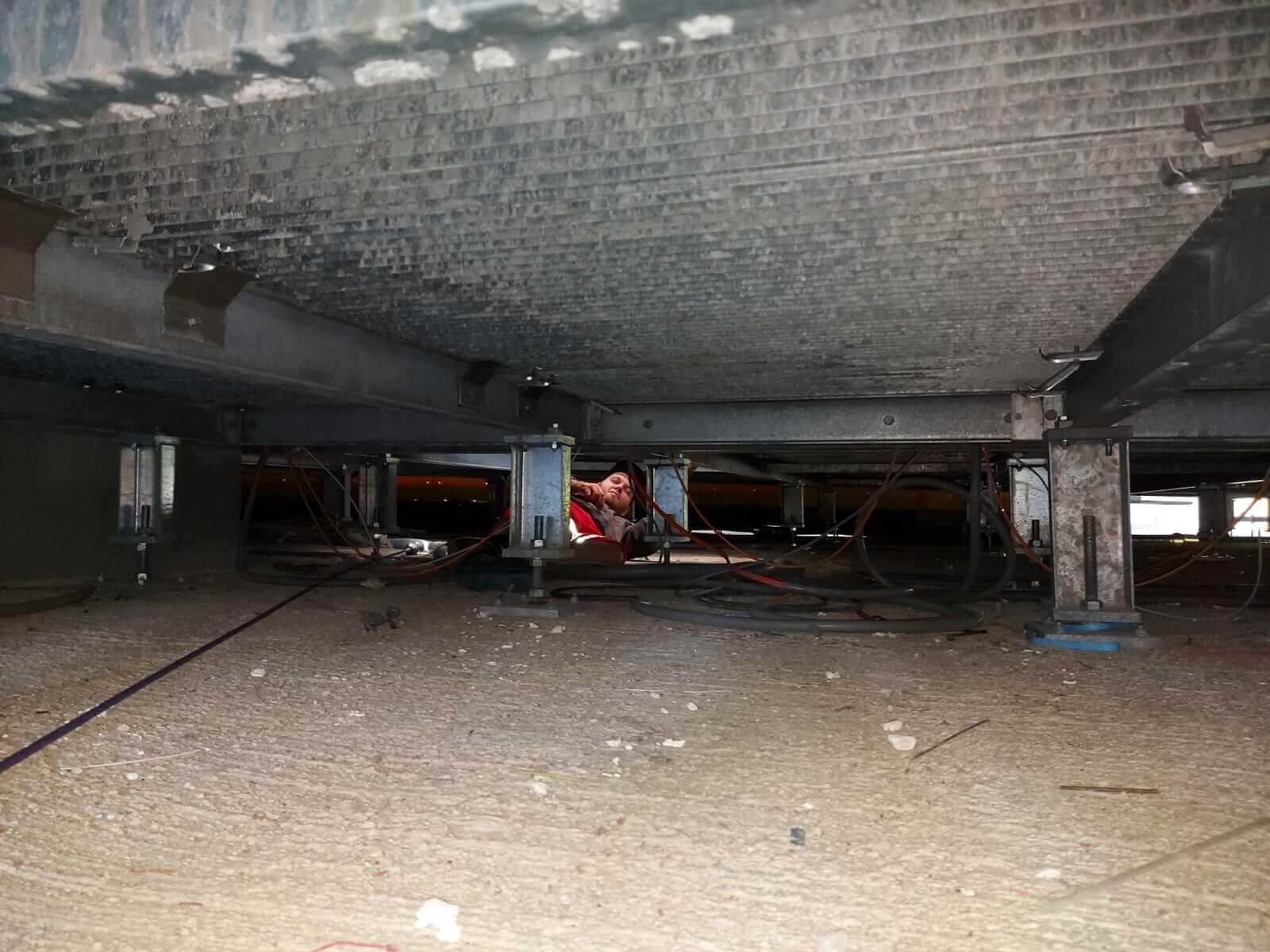 DAWI Kanalinspektion Mitarbeiter von oben